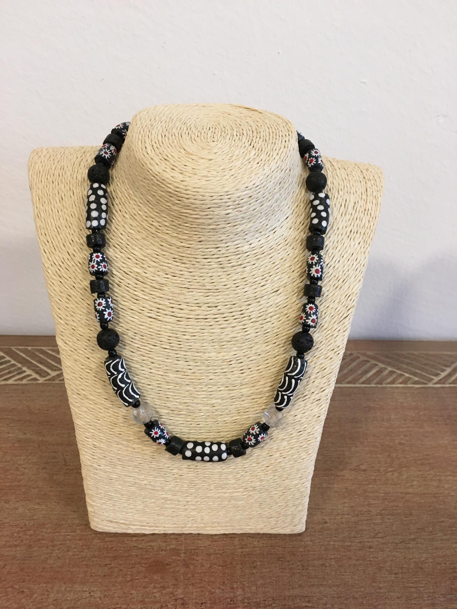 Schwarz-Weiße Kette - African Beads Design